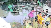 One dead, six hurt after roofcollapses