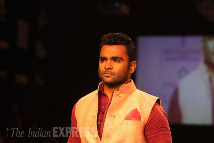 'Jackpot' actor Sachiin Joshi was dashing as he took his turn on the ramp. (Source: Varinder Chawla)