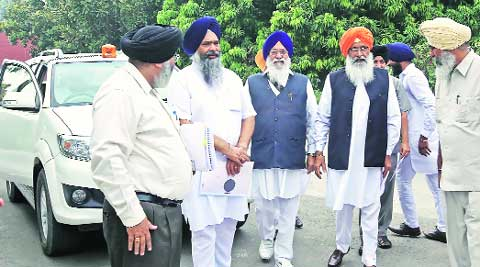 SGPC president Avtar Singh Makkar(centre) after meeting Haryana Governor Kaptan Singh Solanki at Haryana Niwas in Chandigarh on Sunday. (Source: Express photo by Sumit Malhotra)
