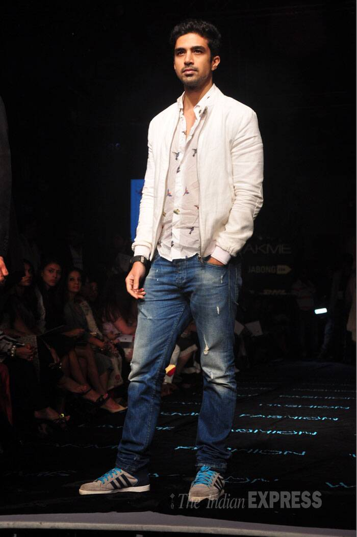 Huma Qureshi's brother Saqib Saleem walked the ramp in jeans and shirt. (Source: Varinder Chawla)