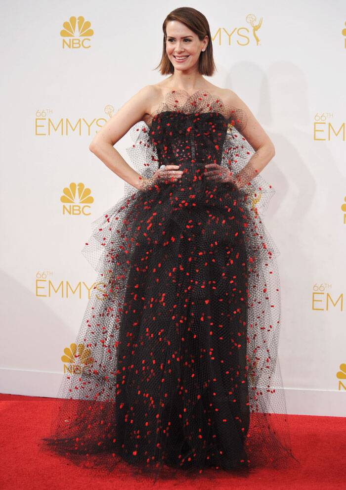 Sarah Paulson from 'American Horror Story' looked fabulous in a black and red Armani Prive gown. (Source: AP)