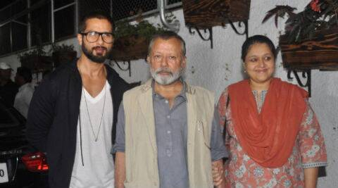 Shahid Kapoor along with his father Pankaj Kapur and  stepmother Supriya Pathak.