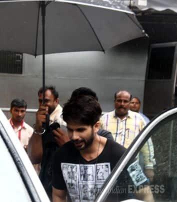 Shahid, Shraddha brave the rains for 'Haider'