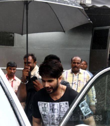Shahid, Shraddha brave the rains for 'Haider'