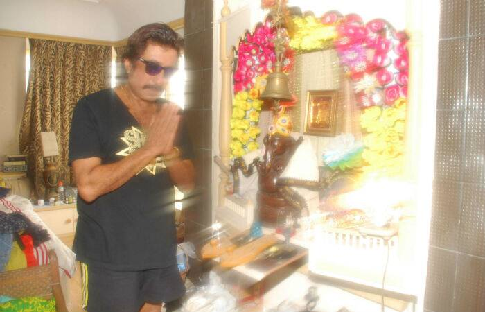 Their father actor Shakti Kapoor was also seen offering prayers. (Source: Varinder Chawla)