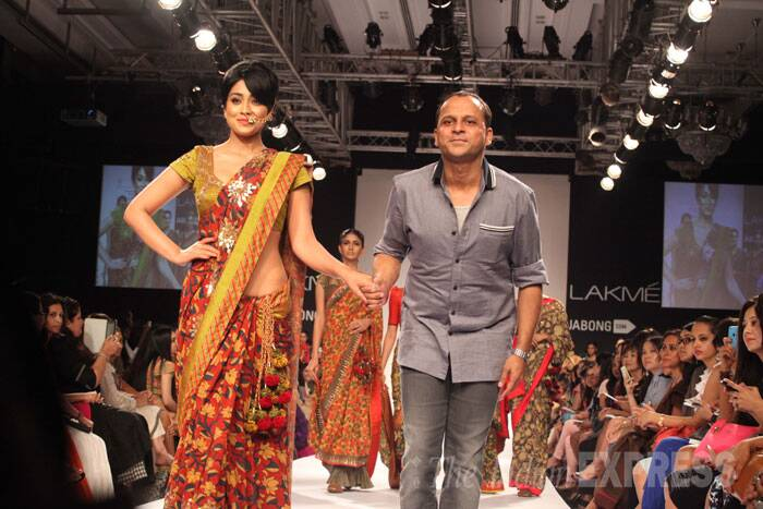 Shriya flashes a smile while Shashikant Naidu takes a bow. (Source: Express Photo by Dilip Kagda)