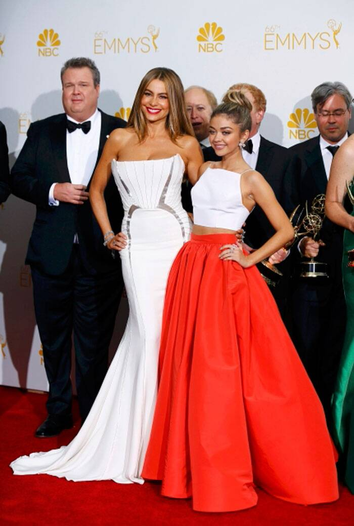 Sofia Vergara and Sarah Hyland get together for the cameras. Sarah Hyland was lovely in a cropped top with a coral coloured skirt by Christian Siriano with Jimmy Choo shoes. (Source: Reuters)