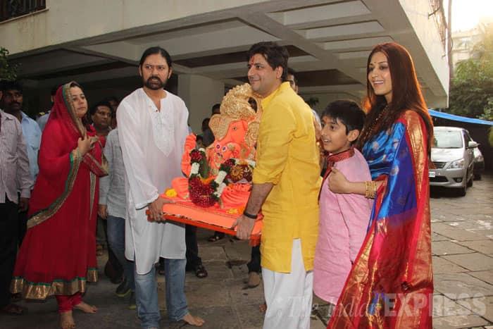 Actress Sonali Bendre takes her  Ganesh idol for visarjan with producer-husband Goldie Behl, son Ranveer and Sameer Arya. (Source: Express photo by Varinder Chawla)