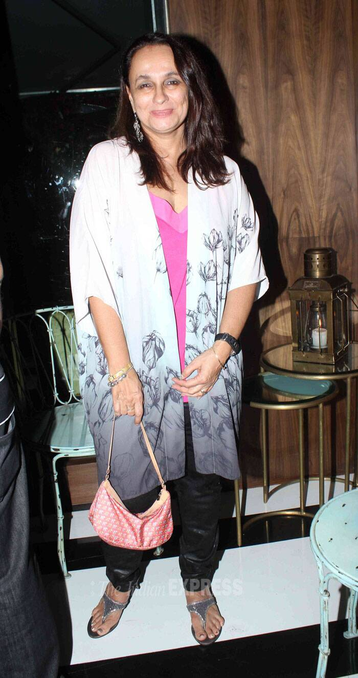Alia Bhatt's mother Soni Razdan smiles for the photogs. (Source: Varinder Chawla)
