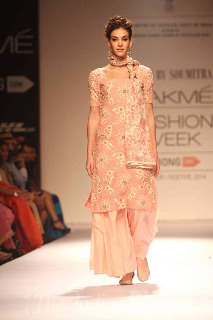 A model showcases the collection of designer Soumitra on the third day of LFW (Source: Varinder Chawla)