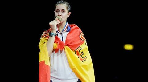 Spain's Caroline Sarin kisses the gold medal (Source: Reuters)