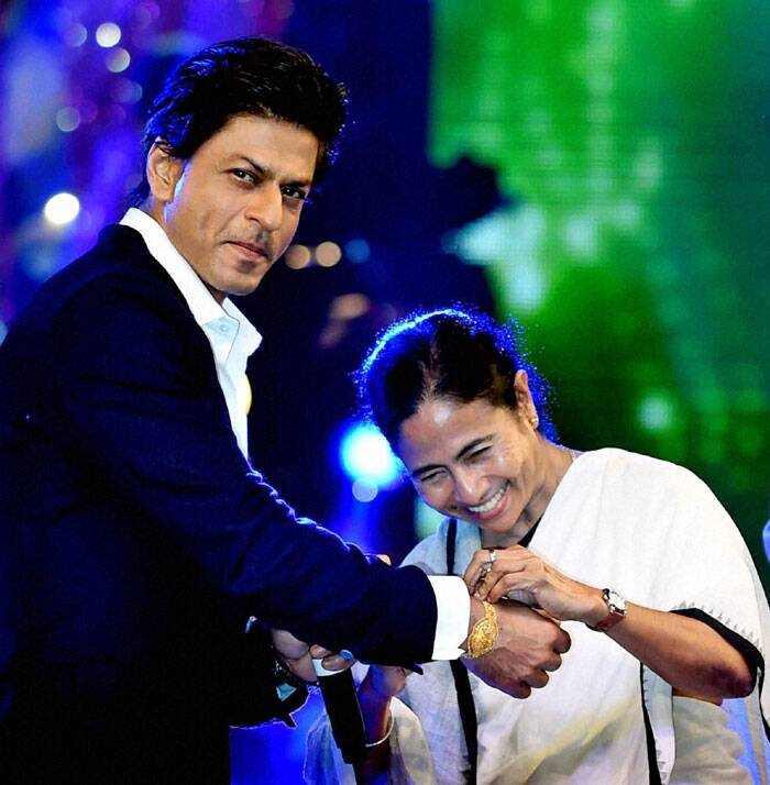 West Bengal Chief Minister Mamata Banerjee tied Rakhi to Bollywood actor Shah Rukh Khan to celebrate 'Rakshabandhan' during Kolkata Police Programme in Kolkata. (Source: PTI)