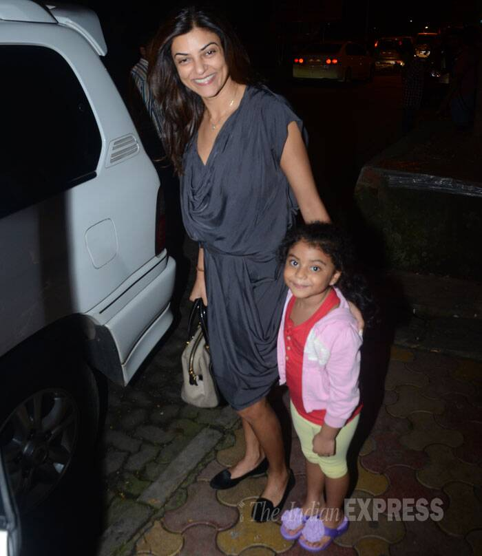 The mother-daughter duo stopped to give the cameras a smile. (Source: Varinder Chawla)