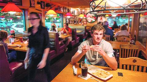 Jamie Murray at Applebee's, a restaurant packed with tennis players during the Cincinnati Open. (NYT)