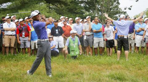Tiger Woods struggles to a 74 (Source: Reuters)