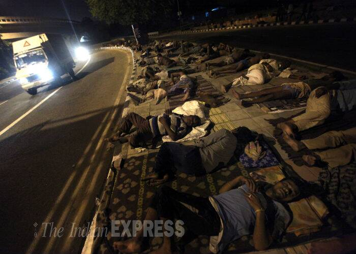 A night after a SUV drove over killing one and injuring 16 on the footpath at this same spot near Kashmere gate, the homeless labourers were back to retire for the night on the same footpaths by the road in New Delhi. (Source: Express photo by Tashi Tobgyal)