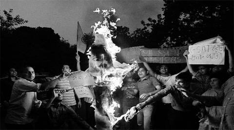 UPSC students burn an effigy of PM Narendra Modi at Jantar Mantar.