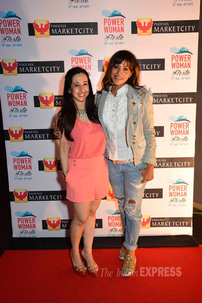 Hosts Vahbiz Mehta and Manasi Scott smile for the photogs. (Source: Varinder Chawla)