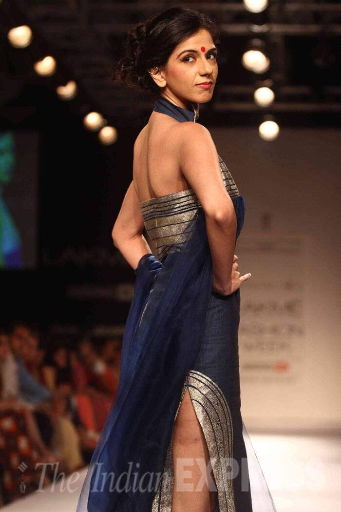 A model walks the ramp for designer Vaishali S on the third day of LFW (Source: Varinder Chawla)