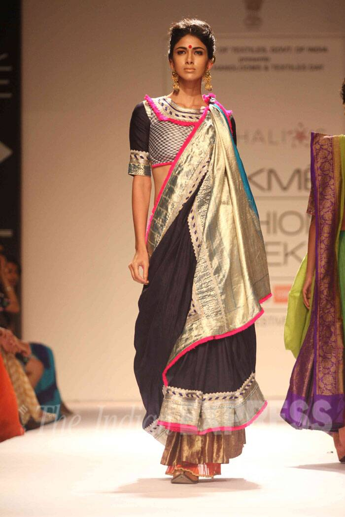 A model walks the ramp in a gorgeous black and golden sari for designer Vaishali S on the third day of LFW (Source: Varinder Chawla)