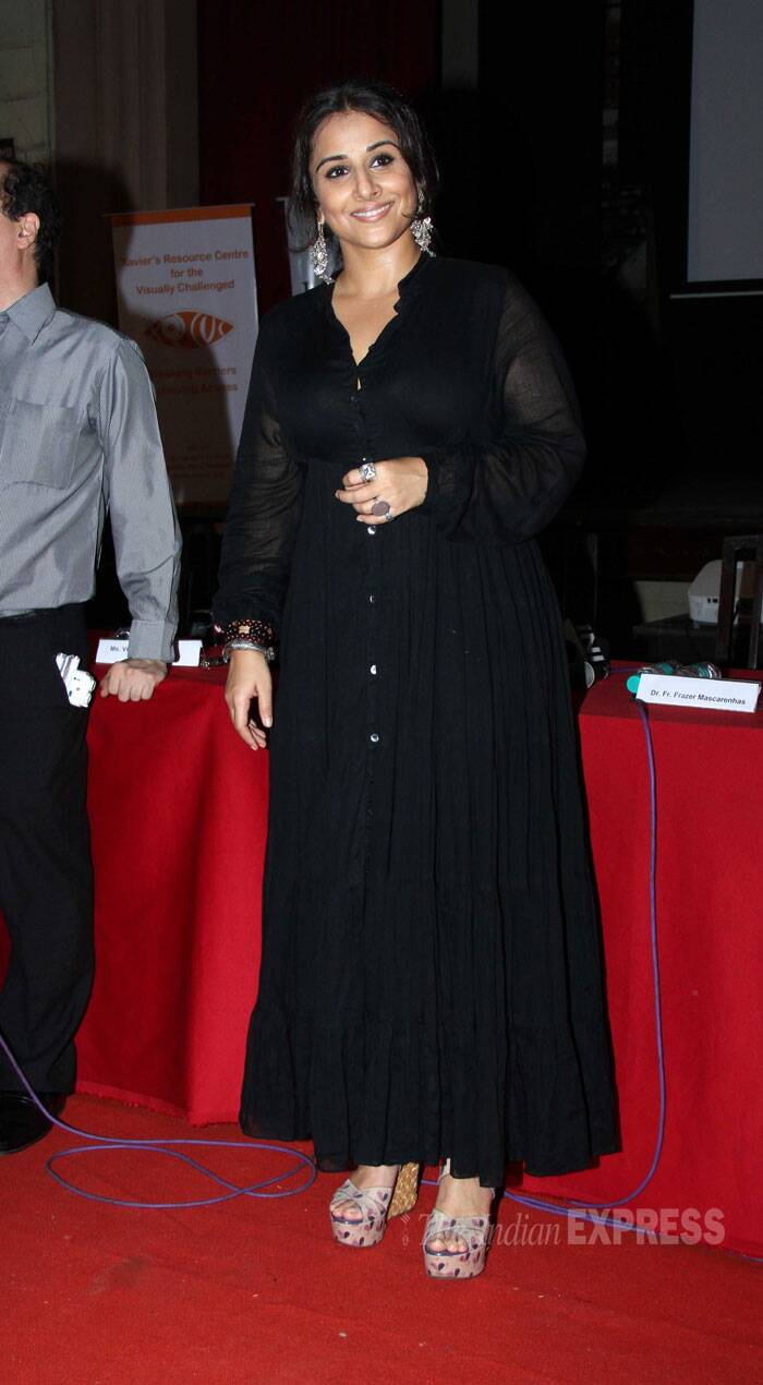 Vidya Balan looked beautiful in an all black outfit with silver earrings. (Source: Varinder Chawla)