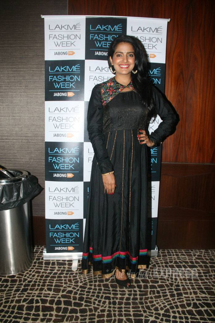 Actress and producer Vishaka Singh poses for the shutterbugs in a black floor-length anarkali. (Source: Varinder Chawla)