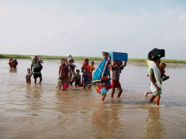 Kosi floods: Villagers move out in search of shelter