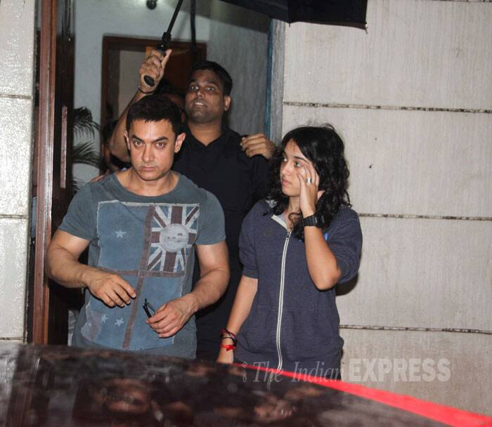 It was family time for Bollywood stars this Sunday. Superstar Aamir Khan was seen on a late night outing with his daughter Ira and Arjun Kapoor stepped out with his younger sister Anshula for a movie date. <br /><br /> Seen here Ira and dad at producer Vidhu Vinod Chopra's residence. (Source: Varinder Chawla)