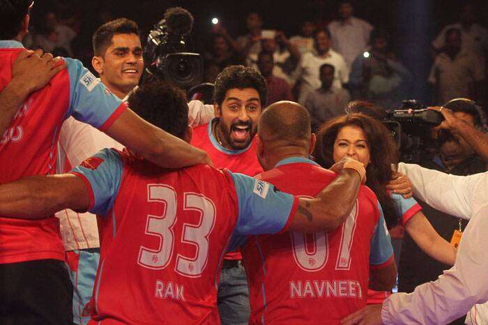 Abhishek Bachchan-owned Jaipur Pink Panthers outclassed the U Mumba side 35-24 to lift the inaugural Pro Kabaddi Title.  Seen here: Owner Abhishek ecstatic after the win. (Source: AP)