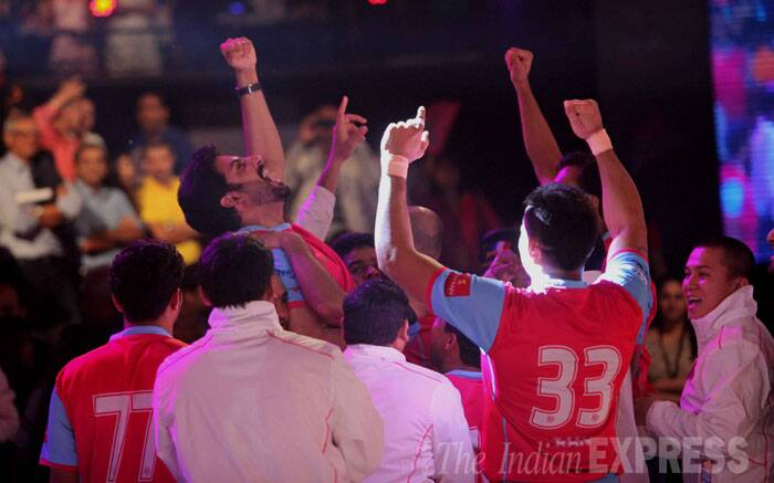 There were some anxious moments in the game when U Mumba tried desperately to narrow the deficit. Abhishek, from the stands, was repeatedly looking at the big clock. When the referee called full time, the actor punched his fist in the air and celebrated with his wife Aishwarya (Source: Express photo by Kevin DSouza)