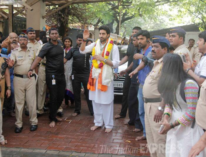 Abhishek greets fans as he leaves the temple. (Source: Varinder Chawla)