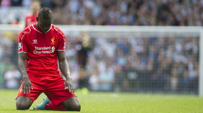 Liverpool hits, Balotelli misses