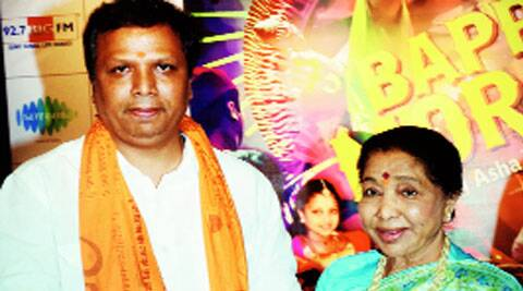 Ashish Shelar  of Siddhivinayak temple  with Asha Bhonsle