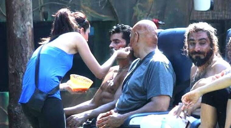 Things took an ugly turn, when Gautam could not bear it any longer and in a fit of rage hurled an abuse towards Karishma.