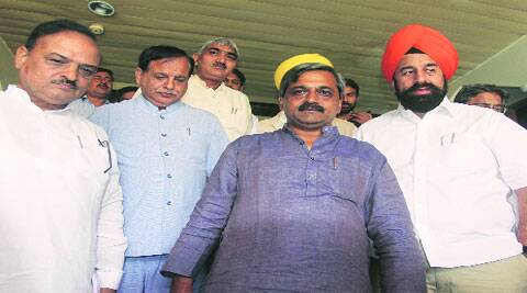 As part of a fortnight-long sanitation drive, Delhi BJP chief Satish Upadhyay (centre) has directed civic bodies to carry out surprise checks in their areas. (Source: Express Archives)