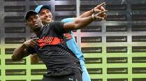 Usain Bolt wows Bangalore, with the bat