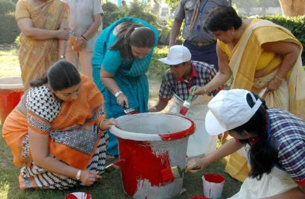 Ravi Shankar Prasad, Smriti Irani participate in 'Swachh Bharat Abhiyan'