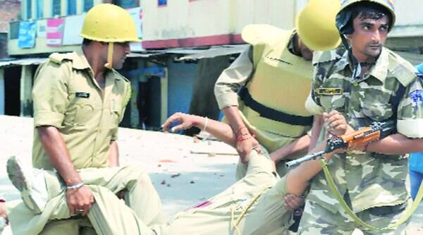 Constable Vijay Pratap Mishra being taken to hospital. He succumbed to injuries. (Express photo)