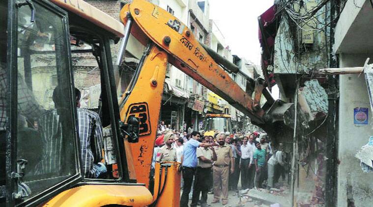 Officials at the demolition site. (Source: Express photo by Gurmeet Singh)
