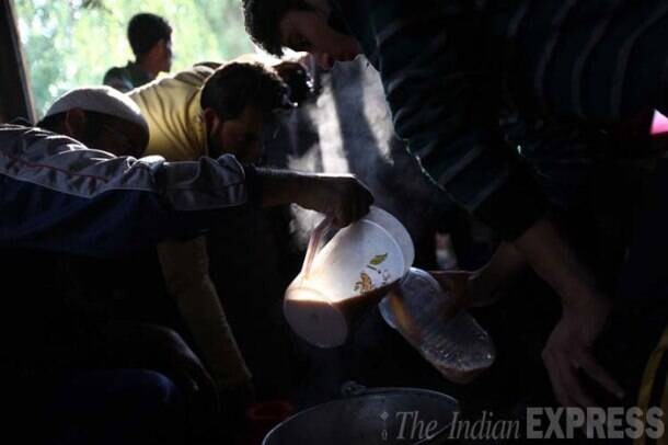 Volunteers serve noon chai at one of the rescue camps in Srinagar. (Source: Express Photo by Tashi Tobgyal)