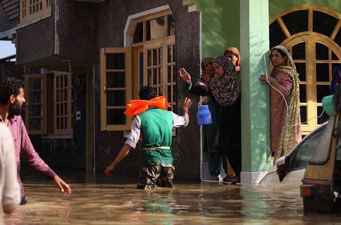 Flood Victims In Srinagar Dying For Rescue, Relief