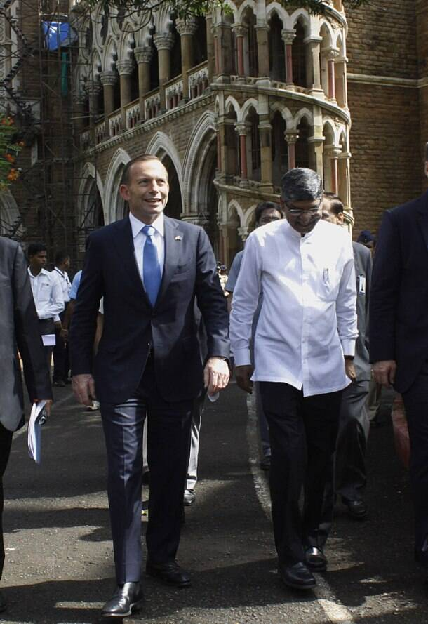 Australian PM Abbott begins India visit, focuses on better education ties