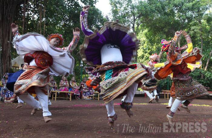 how to do garba dance steps