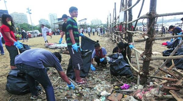 Around 700 children from 13 schools, as well as college students, volunteered to collect garbage from Juhu beach and Girgaum chowpatty.(Source: IR photo by Ganesh Shirsekar)