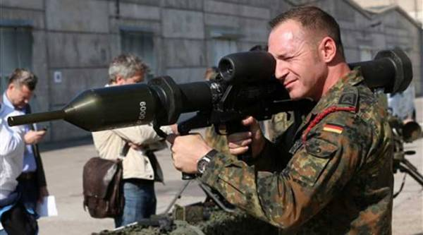 A member of the German army Bundeswehr presents a weapon which is part of a military aid for Iraq during a press event in Waren, northeastern Germany, Thursday, Sept. 18, 2014. (Source: AP)