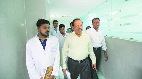 Harsh Vardhan at the organ donation unit in Safdarjung Hospital on Monday. (Source: Express photo by Tashi Tobgyal)