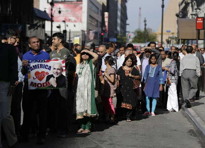 Visitors to Madison Square Garden shuffle along in line outside the building to see Indian Prime Minister Narendra Modi speak, Sunday, Sept. 28, 2014, in New York. (Source: PTI)