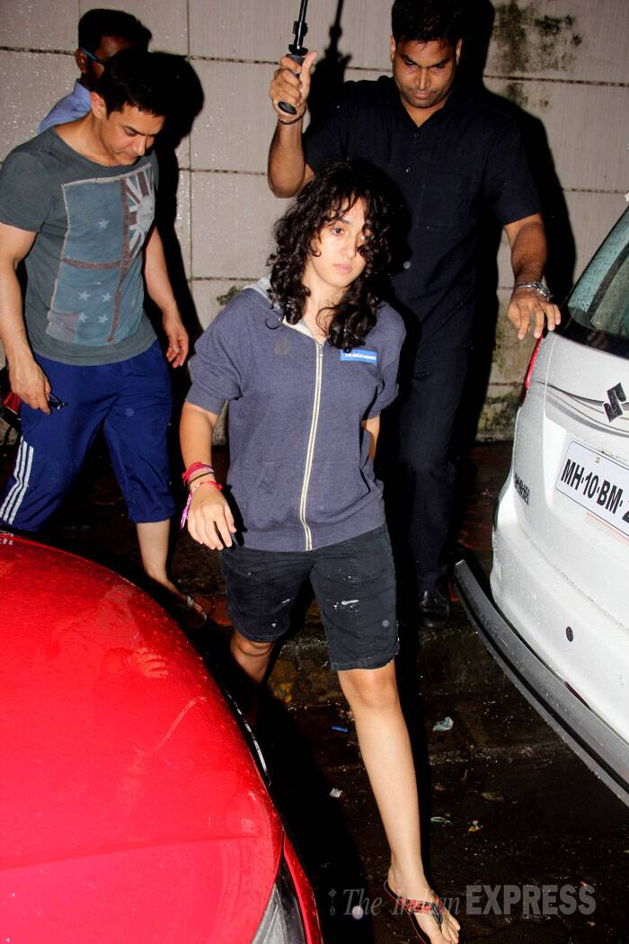 Aamir Khan was seen in a grey T shirt and blue capris while daughter Ira was chilled out in shorts and jacket. (Source: Varinder Chawla)