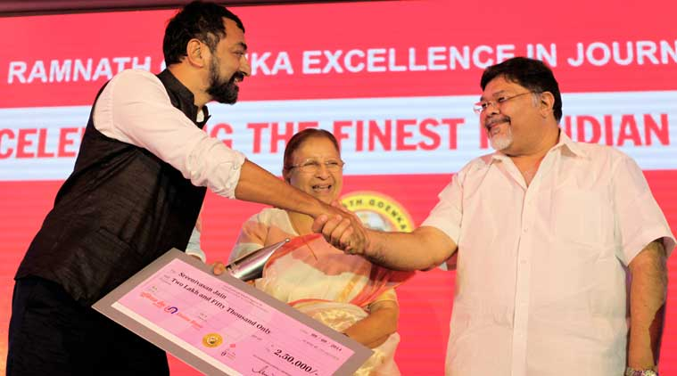 Sreenivasan Jain of NDTV 24X7 getting the Journalist of the year 2012 award from the Lok Sabha Speaker Sumitra Mahajan and Viveck Goenka, CMD of Express Group during the Ramnath Goenka Excellence in Journalism awards in New Delhi on Sept 9th 2014. (Source: Express photo by Ravi Kanojia)