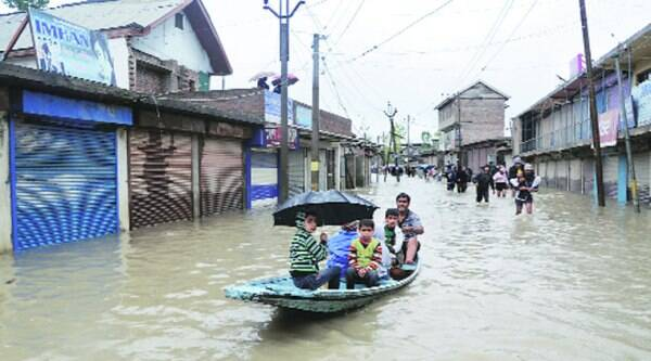 A flooded street in Srinagar. (Source: IE photo by Shuaib Masoodi)